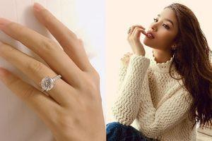 Hoa hậu Phạm Hương khoe nhẫn kim cương, xác nhận đính hôn vào ngày Valentine