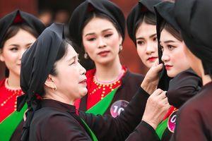 Thí sinh Người đẹp Kinh Bắc 2019 học hát quan họ cổ