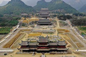Nhiều dư luận quanh việc xây chùa to, phủ lớn
