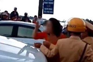 Mẹ chú rể lớn tiếng chống đối CSGT: 'Chị rất nóng tính'