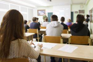 Thầy giáo bị truy tố tội thị dâm vì quay lén nhiều nữ sinh