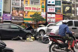 Tai nạn liên hoàn giữa 3 xe ô tô và 2 xe máy khiến giao thông ùn ứ cục bộ