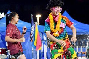 Xuân Trường quẩy cùng fan girl Thái trong đêm tiệc của CLB mới