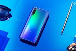 CEO Xiaomi nhá hàng Mi 9: mặt lưng gradient, 3 camera sau