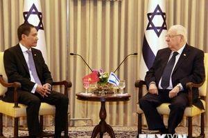 Đại sứ Việt Nam Đỗ Minh Hùng trình Quốc thư lên Tổng thống Israel