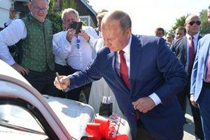 Xe hơi có chữ ký của ông Putin được bán với giá 20 nghìn euro
