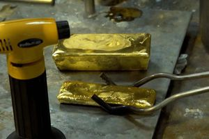 Vụ một người dân đòi UBND TP.HCM trả lại 2 thỏi vàng xử lý ra sao?