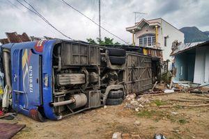 Thông tin mới nhất về vụ xe khách lật tại Khánh Hòa