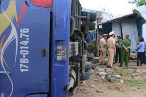 Ý kiến trái chiều về nguyên nhân vụ lật xe khách ở Nha Trang