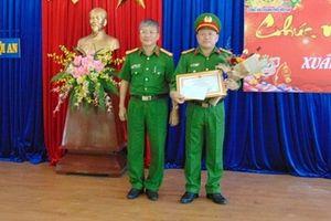 Khen thưởng Công an Hội An truy bắt nhanh nhóm đối tượng cướp giật