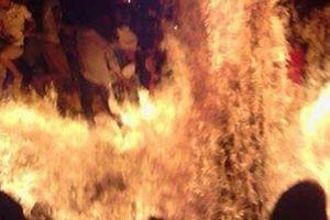 Nửa đêm tưới xăng thiêu cháy vợ