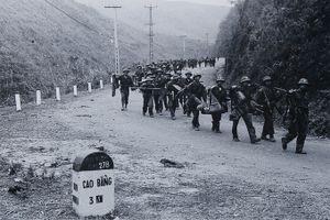 Quân dân Việt Nam anh dũng, kiên cường