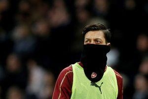 Mesut Oezil: Đi không được, ở cũng chẳng xong