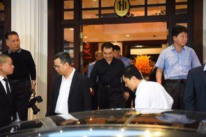Phóng viên đợi trước khách sạn tại Hà Nội trước cuộc gặp Trump-Kim