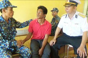Bàn giao Philippines hai ngư dân trôi dạt vào đảo Sơn Ca