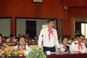 Chủ tịch UBND TP HCM khuyên thiếu nhi ít sử dụng điện thoại để giúp việc nhà