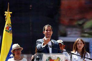 Thủ lĩnh đối lập Venezuela ra thời hạn để quân đội thay đổi lập trường