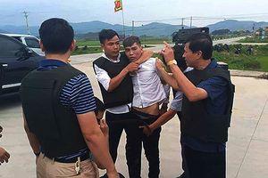 Bắt giữ nghi phạm cuối trong vụ ôm súng và lựu đạn cố thủ trong xe ô tô