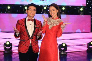 Puka diện áo dài dịu dàng bên cạnh MC Duy Thắng tại 'Tình Khúc Giao Mùa'
