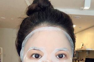 Ba bước đắp mặt nạ giấy giúp cho da mặt căng bóng, mịn màng