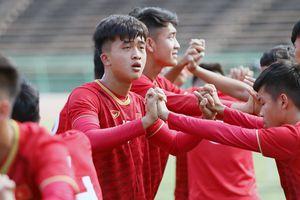 Chùm ảnh U.22 Việt Nam làm quen sân quốc gia Campuchia, sẵn sàng gặp Philippines ở AFF Cup