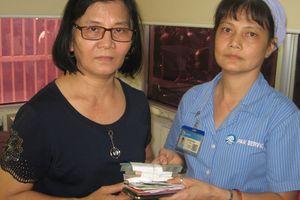 Lao công bệnh viện trả lại túi chứa 102 triệu đồng cho người nhà bệnh nhân