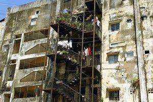 TP.HCM: Di dời khẩn cấp người dân sống ở 2 chung cư xuống cấp nghiêm trọng nhất
