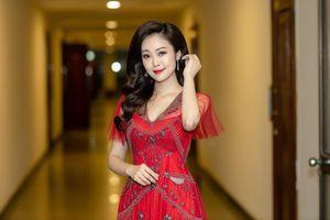 MC Thùy Linh có nụ cười đẹp nhất VTV than 'ế' ở tuổi 32