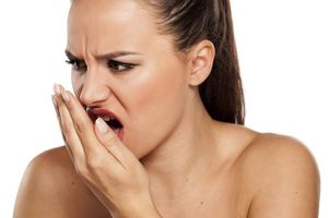 Cách khử mùi tỏi khó chịu trong hơi thở hiệu quả