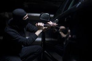 Ngủ trong ôtô, bị trộm lấy mất xe mà không biết