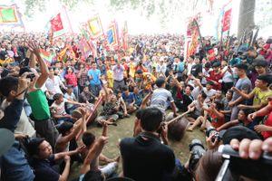 Hội Phết Hiền Quan 2019 dừng đánh phết: Nhiều thanh niên quá khích gây rối loạn tại lễ hội