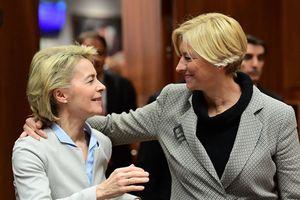 Loạt hình ấn tượng về những nữ Bộ trưởng Quốc phòng nổi tiếng