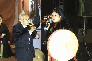 Cụ ông 94 tuổi gây bất ngờ trong đêm hội Lim