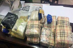 Bắt vụ vận chuyển 3 tạ ma túy băng rừng từ Lào về Việt Nam