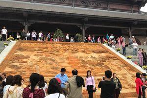 Hàng ngàn du khách về dự lễ khai hội ngôi chùa lớn nhất thế giới
