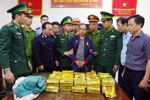 Hà Tĩnh: Bắt giữ đối tượng người nước ngoài vận chuyển gần 300kg ma túy