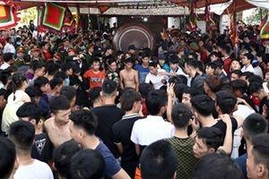Trai làng vây kín Lễ hội đòi tiếp tục cướp Phết Hiền Quan