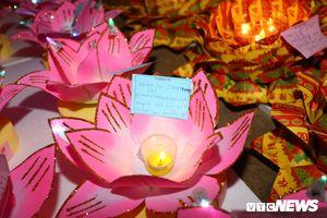 Hoa đăng rực sáng trên sông Đồng Nai trong ngày lễ chùa Ông