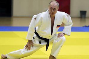 Ông Putin gập ghềnh xoay xở ván cờ Nga trên toàn cầu