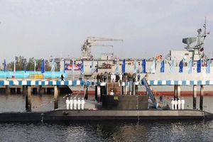 Iran hạ thủy tàu ngầm nội địa hiện đại mang tên lửa hành trình