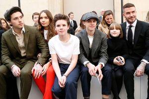 Beckham và 4 con được săn đón khi tới show cổ vũ Victoria