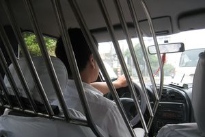 Dựng lồng chắn, tài xế taxi bảo vệ mình trước rủi ro nghề nghiệp