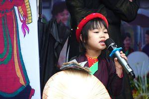 Xuất hiện giọng ca quan họ nhí thần thái như nghệ nhân giữa Hội Lim