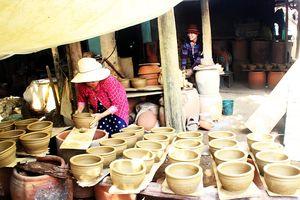 'Phù thủy' làng gốm