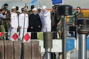 Iran ra mắt tàu ngầm trang bị tên lửa hành trình
