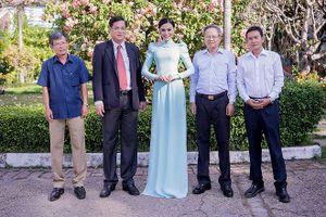 Trần Huyền Nhung dịu dàng với áo dài truyền thống của NTK Tuấn Hải