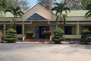 Bắt quả tang cán bộ phòng giáo dục huyện đánh bài ăn tiền