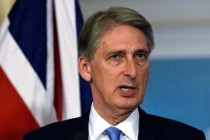 Căng thẳng vụ tàu chiến, Bộ trưởng Anh hủy thăm TQ
