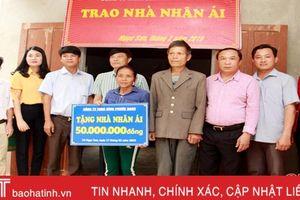 Phó Chủ tịch HĐND tỉnh Hà Tĩnh trao nhà nhân ái tại Thạch Hà