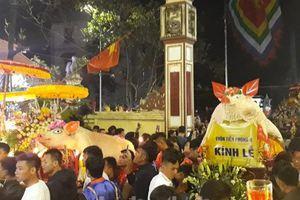 Người dân La Phù thức trắng đêm xem lễ hội rước 'ông Lợn'